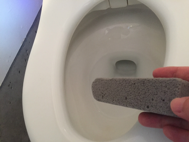 トイレの黒ずみ水垢、尿石、輪ジミがカンタンに落とせるよ!