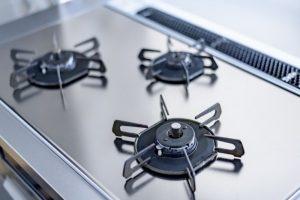 キッチンを大掃除!ガスコンロを分解しながら魚焼きグリルの油汚れとコゲの2種類の汚れを落とすお掃除方法