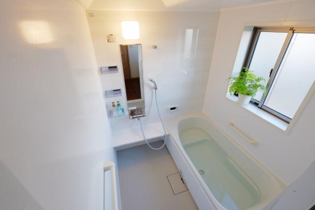 【浴室掃除】なかなか落ちない水垢とカビをキレイに落とす掃除方法
